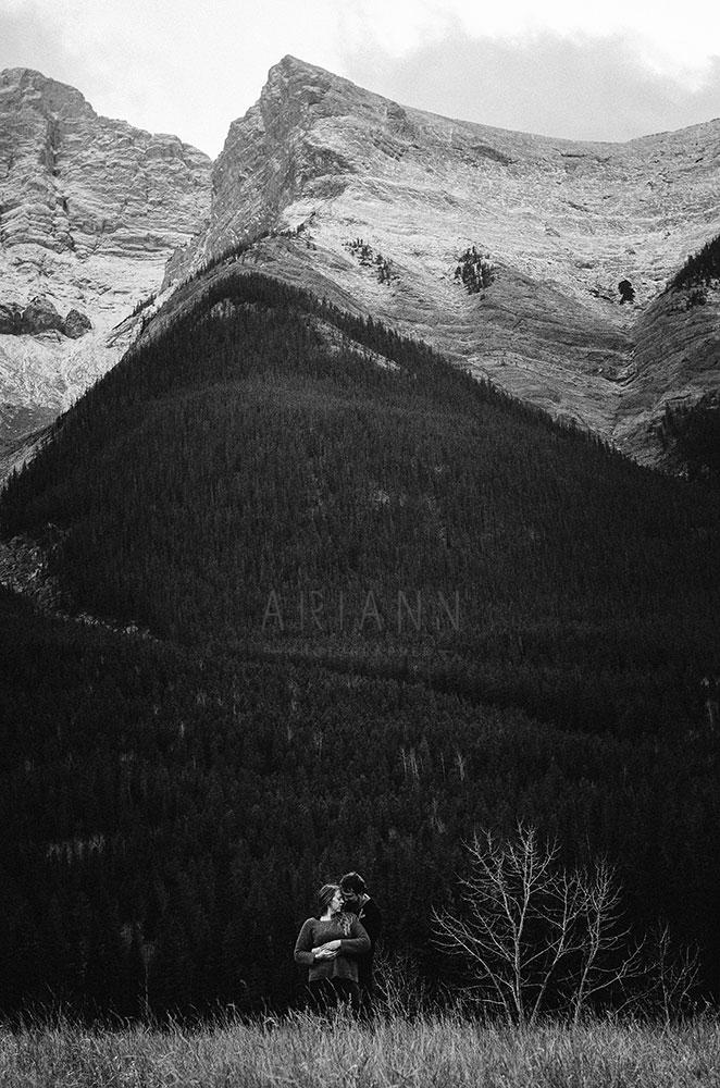 portrait de couple dans les montagnes